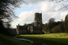 Fountains Abbey by barbelist