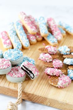 Maternity snack: cookies with white chocolate and mice - Sweet recipes - Maternity snack: cookies with white chocolate and mice – Sweet recipes - Baby Shower Balloons, Baby Shower Parties, Baby Shower Gender Reveal, Baby Boy Shower, Party Decoration, Baby Shower Centerpieces, Baby Sprinkle, Snacks, Baby Kind