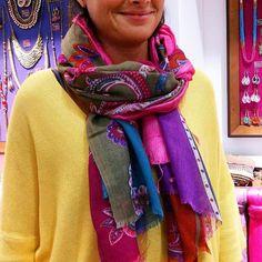 Il est temps de vous présenter un beau duo coloré : le foulard Turkmenistan en laine et soie et l'incontournable Goa 100% soie sauvage  Une touche girly dans son look malgré les températures fraîches c'est toujours possible ! Bonne après-midi à toutes !  It's time to introduce you our scarves match: the Turkmenistan wool and silk scarf and the Goa timeless silk scarf... Shop now on the e-shop   #diwaliparis #shopping #eshop #stores #paris #gift #scarves #foulard