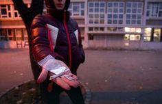 """Дилери вребају популарне ђаке: Преко """"школских звезда"""" покушавају да убаце дрогу у школе - http://www.vaseljenska.com/wp-content/uploads/2016/10/f1MktkpTURBXy8yY2RmMWRiYmNmOTc5MWEyYWRjZmU0OTdmMzJmN2EyZC5qcGeTlQLNAxQAwsOVAs0B1gDCw5UH2TIvcHVsc2Ntcy9NREFfLzFkNzRjYjQxNzA1OTUwNDM2NjI5Y2FiZDYwNmY1MGY2LnBuZwfCAA.jpg  - http://www.vaseljenska.com/vesti-dana/dileri-vrebaju-popularne-djake-preko-skolskih-zvezda-po"""