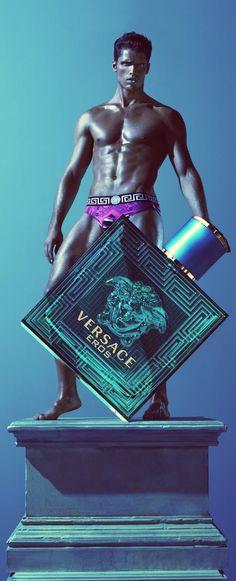 Resultado de imagem para Versace Eros Eau de Toilette Spray for Men Gianni Versace, Donatella Versace, Versace Men, Allegra Versace, Boutique Parfum, House Of Versace, Alas Marcus Piggott, Perfume Ad, Candy Perfume