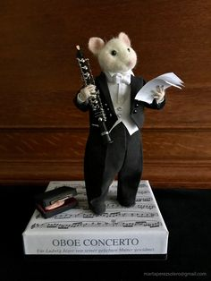 Commission Mouse oboist. Needle felted Mouse. Oliver Brie collection.