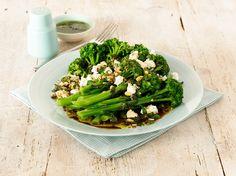 Brokkolisalat mit Käse | http://eatsmarter.de/rezepte/brokkolisalat-mit-kaese