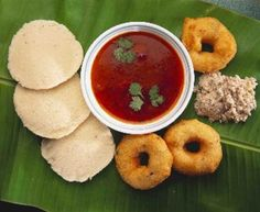 Traditional Kerala breakfast food items- idllies (rice and lentil cakes), sambar (spicy mixed veggie curry), vadaas (deep fried lentil donut of sorts), and coconut chutney
