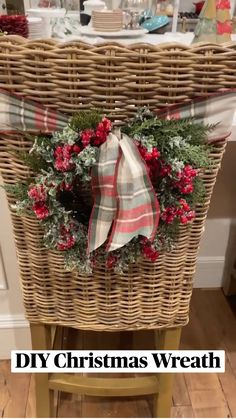 Diy Christmas Decorations Easy, Christmas Centerpieces, Christmas Themes, Holiday Crafts, Christmas Holidays, Christmas Wreaths, Christmas Ornaments, Holiday Decor, Country Christmas
