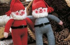 Home knitted Christmas elves, very traditional decor in Denmark Danish Christmas, Nordic Christmas, Christmas Knitting, Christmas Cross, Christmas Elf, Swedish Tomte, Sewing Toys, Traditional Decor, Handmade Ornaments