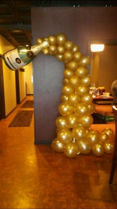 Champagne bottle balloon arch Balloon Tower, Balloon Arch, Deco Nouvel An, Champagne Balloons, Black And Gold Balloons, 21st Bday Ideas, Balloon Ideas, Nye Party, Anniversary Parties