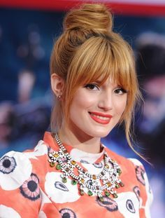 Bella Thorne Hair Knot - Bella Thorne looked totally casual and cool with a twisted top not and wispy bangs. Oblong Face Hairstyles, Bob Hairstyles For Fine Hair, Celebrity Hairstyles, Hairstyle Men, Hot Haircuts, Hairstyles Haircuts, Trendy Hairstyles, Wedding Hairstyles, Long Face Shapes