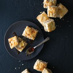 These biscuits are gorgeously crunchy with toasty notes of vanilla, pecan, and browned butter. What more could you want out of a delicious biscuit? Breakfast Scones, Breakfast Recipes, Best Biscuit Recipe, Vanilla Biscuits, Brunch Drinks, Cast Iron Recipes, Beach Meals, Sausage Gravy, Bread Bun
