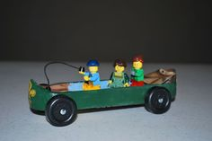 Canoe with lego people Pinewood derby car Girl Scout Swap, Girl Scout Leader, Scout Mom, Pinewood Derby Cars, Lego People, Girl Scout Crafts, Brownie Girl Scouts, Derby Day, Cub Scouts