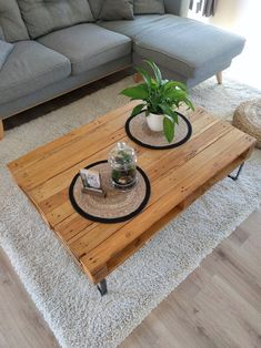 At your tools: Coline's DIY pallet coffee table – Clem Around The Corner by Palette Table, Deco Studio, Blog Deco, Homemade Furniture, Diy Outdoor Furniture, Christmas Stocking Decorations, Wood Burning Stencils, Diy Wood Stain, Pallet Tables