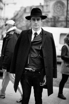 Fotos de street style en Paris Fashion Week: Pelayo Díaz AGHHH why can't I find a hat like this!?