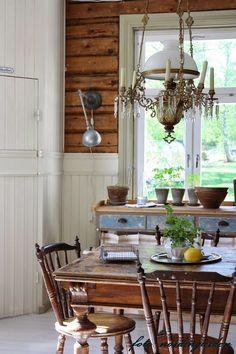 Rustic and vintage dining room furnishings.