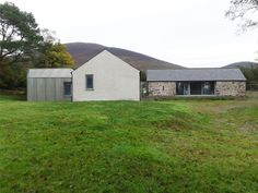 lismore : peter legge associates Contemporary Barn, Country House Design, Rural House, House Roof, Old Houses, Cottages, Modern Farmhouse, Extensions, Architecture Design