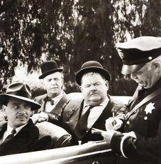 Stan and Olly Laurel And Hardy, Stan Laurel Oliver Hardy, Great Comedies, Classic Comedies, Funniest Pictures Ever, American Exceptionalism, Comedy Duos, Abbott And Costello, Cinema