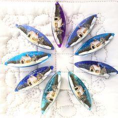 """New shuttles """"Winter Scenery""""☃️❄️ I painted on the Moonlit Shuttles for the first time  Shuttle colors are beautiful ✨ These are also limited designs for """"Tatting Corner """" . """"冬景色""""と言うデザインのシャトルも作りました☃️ ムーリットシャトルを初めて使いましたよたくさんのあるカラーから、絵に合う綺麗な色を選びました✨ こちらも""""Tatting Corner"""" 限定デザインです。 そろそろアメリカへ着く頃かな #tattingshuttle #tatting #tattinglace #frivolite #paintatplus #handpainted #winterscenery #moonlit #limited #tattingcorner #usa #タティングシャトル #タティング #タティングレース #ペインタットプラス #ハンドペイント #ペイントシャ..."""