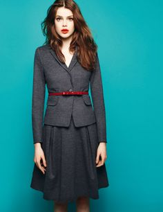 13 Cool Red and Grey Work Outfits To Get Inspired - Styleoholic Simple Style, My Style, Blazers, Max Co, Office Fashion, Look Chic, Red And Grey, I Dress, Cool Outfits