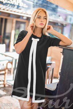 Черное платье трапеция с белым кантом