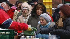 """Die als rechtsextremistisch und verfassungsfeindlich eingestufte Partei """"Der 3. Weg"""" beginnt auch dieses Jahr wieder mit ihrer Winterhilfe. Unter dem Motto """"Deutsche Winterhilfe für unsere Volksangehörigen"""" werden selektiv Obdachlose unterstützt.  Laut derSüddeutschen Zeitung..."""