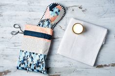 Make A Cosy Travel Bag For Your Slippers Paper Crafts, Diy Crafts, Homemade Gifts, Homemaking, Travel Bag, Cosy, Straw Bag, Origami, Upcycle
