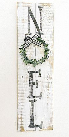 Rustic Christmas Sign Made with Reclaimed Wood - Modern Design Wooden Christmas Decorations, Christmas Wood Crafts, Christmas Signs Wood, Christmas Porch, Farmhouse Christmas Decor, Christmas Art, Christmas Projects, Holiday Crafts, Christmas Holidays