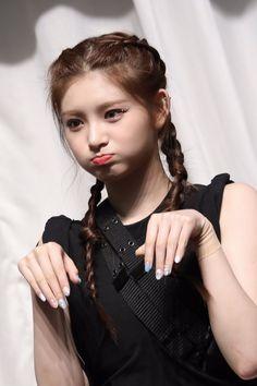 South Korean Girls, Korean Girl Groups, Lesbian Hot, Rapper, Beauty Full Girl, Ulzzang Girl, Girl Photos, Kpop Girls, Role Models