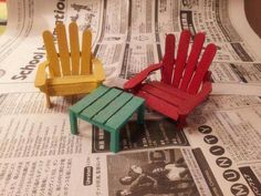 lawn chairs out of popsicle sticks - fairy gardens - fairy garden DIY - fairy garden ideas - mini furnitureThese chairs would be super cute in a beach themed mini fairy Easy DIY Fairy Garden And Furniture Design Ideas 49 - ArchitecturehdCreating Fairy Garden Furniture, Fairy Garden Houses, Gnome Garden, Fairy Gardening, Diy Fairy Garden, Container Gardening, Gardening Tips, Gardening Websites, Garden Bar