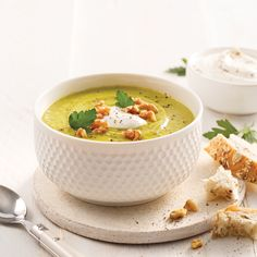 Faites le plein de légumes grâce à cette soupe-repas délicieusement crémeuse! Elle est parfaite pour se réchauffer lors des journées plus froides.