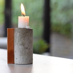 Concrete candleholder with leather handle