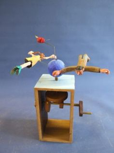 Inspiration for cardboard automata (wha we made at the Tinkering Studio) Kinetic Toys, Kinetic Art, Wood Crafts, Diy And Crafts, Paper Crafts, Wood Projects, Projects To Try, Mechanical Art, Woodworking Toys