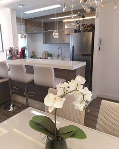 La imagen puede contener: tabla e interior Home Room Design, Dining Room Design, Home Interior Design, Studio Kitchen, Home Decor Kitchen, Minimalist Kitchen, Modern Kitchen Design, House Rooms, Sweet Home