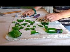 RECICLADO DE BOTELLAS SEGUNDO VIDEO - YouTube Mosaic Wall Art, Mosaic Glass, Fused Glass, Glass Art, Plastic Bottle Crafts, Wine Bottle Crafts, Bottle Art, Mason Jar Christmas Crafts, Elf Christmas Decorations