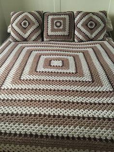My bedspread and cushions just need to finish border on the bedspread Meine Bettdecke und meine Kiss Crochet Bedspread Pattern, Crochet Quilt, Granny Square Crochet Pattern, Afghan Crochet Patterns, Crochet Squares, Granny Square Afghan, Square Blanket, Crochet Doilies, Easy Crochet