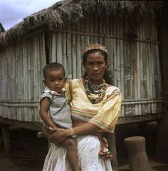 A Kalinga Woman and Child - ca. Interesting Photos, Cool Photos, President Of The Philippines, Bright Clothes, Photojournalism, Pose Reference, Traditional Dresses, Professional Photographer, Madonna