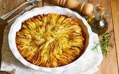 Questa torta di patate al forno croccanti è una ricetta appagante e semplice da preparare.
