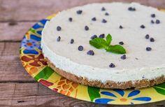 La cheesecake menta e cioccolato è un dolce fresco e goloso, ancora più aromatico e genuino se fatto con menta fresca.