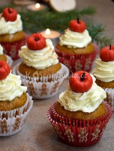 The strawberry makes it a health food. Fun Cupcakes, Panna Cotta, Cheesecake, Strawberry, Make It Yourself, Health, Ethnic Recipes, How To Make, Food