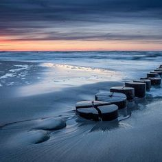 Sensationelles Licht: Baltic Sea Sunset. The sky was unreal that evening. Danke @olivernieschulz   Tagt Eure besten Strand- und Inselfotos mit #lanautique. Wir veröffentlichen täglich unsere Favoriten. Ahoi! ------------------------ #nordsee #ostsee #küste #meer #urlaub #insel #amrum #wangerooge #juist #borkum #rügen #fehmarn #sanktpeterording #baltrum #norderney #sylt #föhr #langeoog #sonnenuntergang #sonne #strand | #meer #mode #küste #nordsee #ostsee