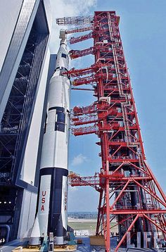 Saturn-5 rocket (SA-500F), the first Rollout, 1966 | von Dan Beaumont Space Museum