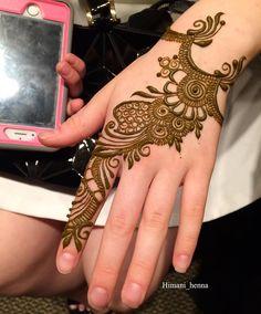 Simple Floral Mehndi Henna Designs For Hands - ArtsyCraftsyDad Traditional Mehndi Designs, Latest Arabic Mehndi Designs, Back Hand Mehndi Designs, Indian Mehndi Designs, Stylish Mehndi Designs, Mehndi Designs For Girls, Mehndi Design Photos, Wedding Mehndi Designs, Simple Mehndi Designs