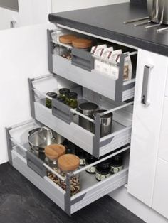 Four Seasons kitchen storage solutions - 600mm kitchen base unit with 3 interal drawers