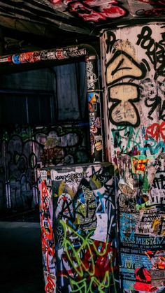 Graffiti Photography, Grunge Photography, Bad Girl Aesthetic, Retro Aesthetic, Photo Wall Collage, Picture Wall, Graffiti Wallpaper, Street Art Graffiti, Aesthetic Pictures