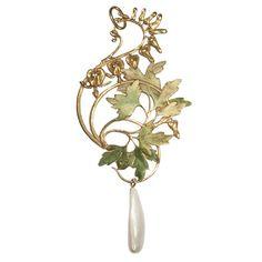 Rene Lalique... Simply lovely #laliquerenelalique #artnouveau #beauty #enamel #natureinspired #finejewelry #artisan #art