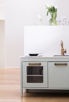 Lastenkeittion tuunas Ikea Duktig play kitchen children's kitchen hack Farrow & Ball Teresa's Green