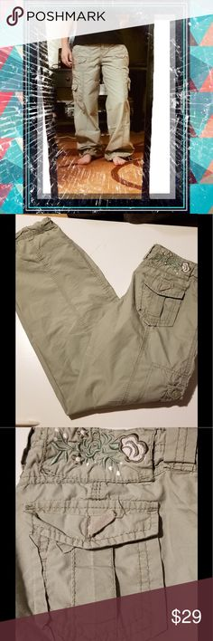 """❤️NO BOUNDARIES PARACHUTE PANTS ❤️ 💕 These pants are super cute and super comfy.. there is a button missing off one of the back pockets (see pic), but that is an easy fix. Size 3 Juniors. They measure 29"""" from crotch to ankle.and roughly 15"""" in the waist,p. They also tie at the waist. 💕 Pants"""