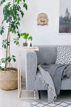 DIY sofa side table tutorial | Living room décor ideas | Credit to Sinnen Rausch #wishtankworthy ♥