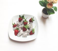 Dragon fruit and fresh stroberry