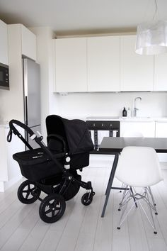 Homevialaura, Bugaboo Cameleon3 All Black, lastenvaunut. White nordic kitchen