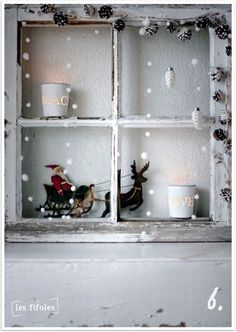 Simple and charming, white Christmas window Noel Christmas, Country Christmas, Winter Christmas, All Things Christmas, Vintage Christmas, Holiday Crafts, Holiday Fun, Natal Country, Old Windows