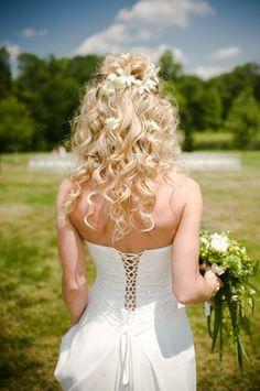 Long hair wedding flowers idea